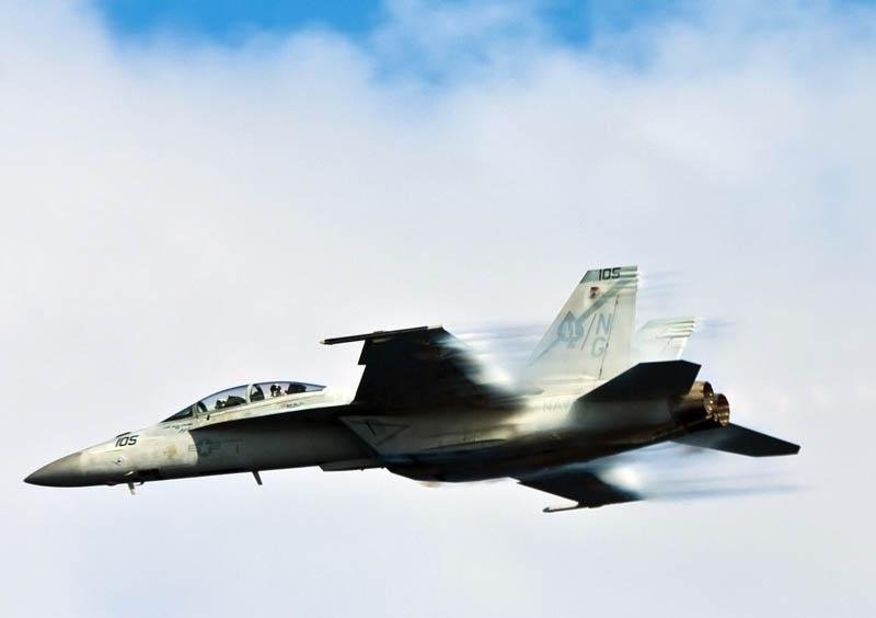 vapor trails from plane going mach 1