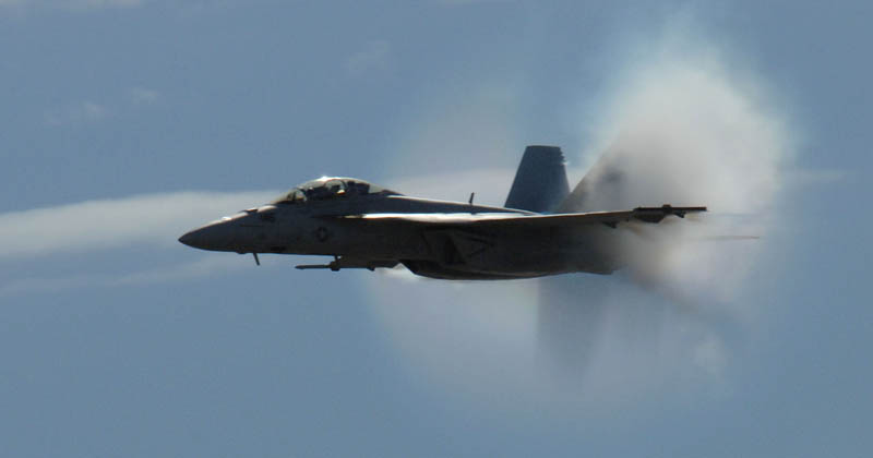 plane does a sonic boom
