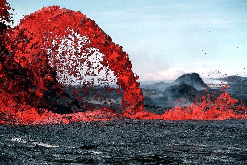 spewing lava 23 Jaw Dropping Photos of Lava