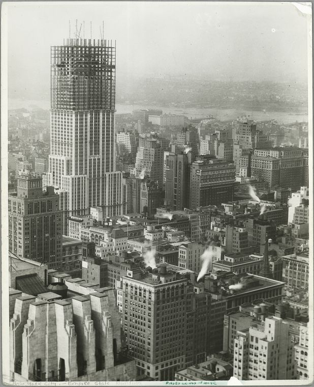 photos of the empire state building under construction twistedsifter. Black Bedroom Furniture Sets. Home Design Ideas