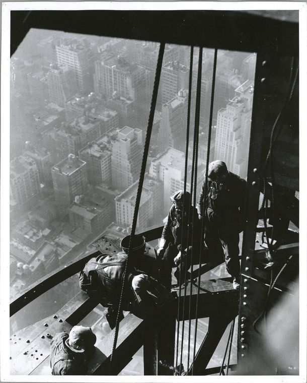 Workers on Empire State building sitting on beam unsecured