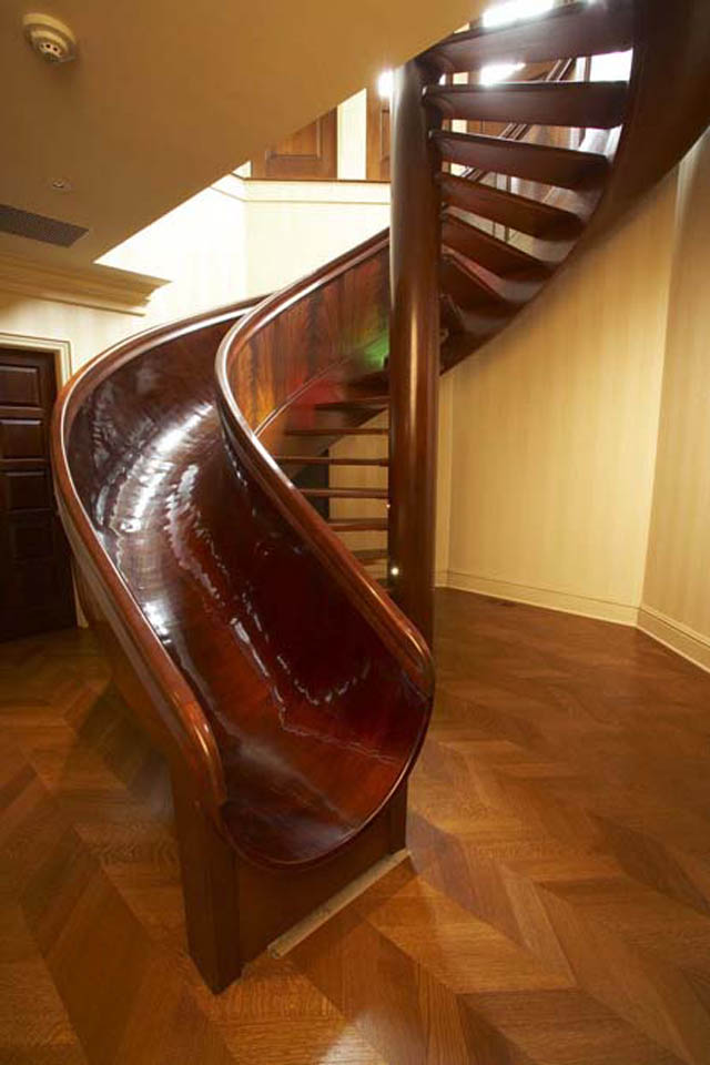 Delicieux Indoor Spiral Staircase Made Of Wood With A Slide Integrated Into It