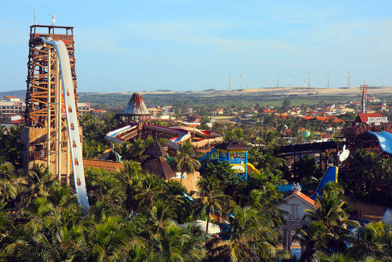 The tallest water slide in the world twistedsifter for Sima piscine