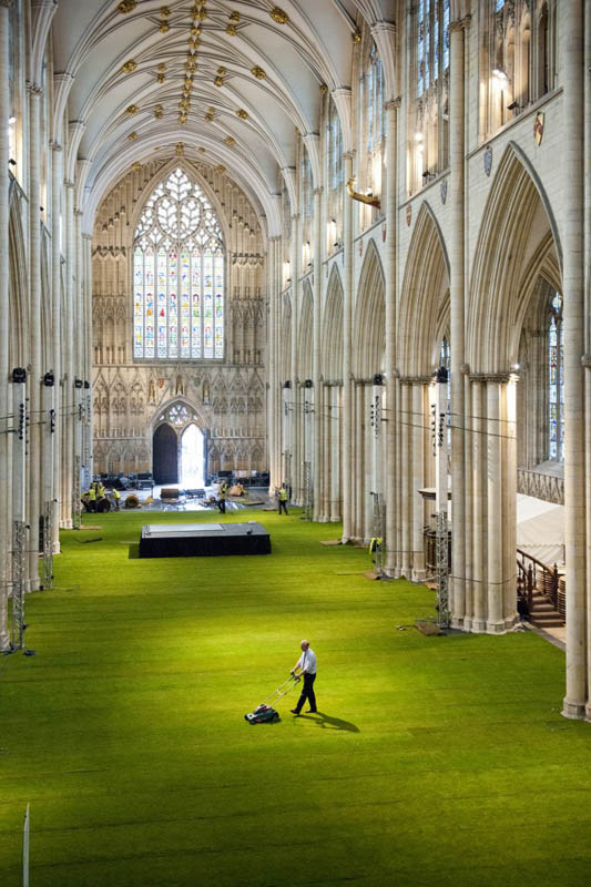 York Minster Cathedral S Floor Covered In Grass 171 Twistedsifter