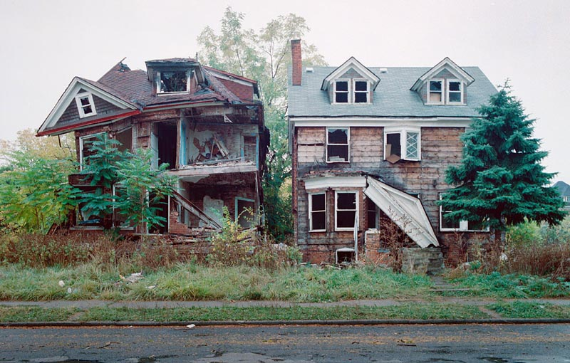 A Tour of Abandoned Houses inDetroit