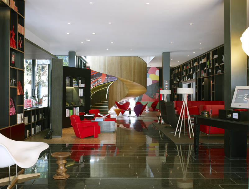 Citizenm unveils boutique hotel in london twistedsifter for Citizenm hotel london