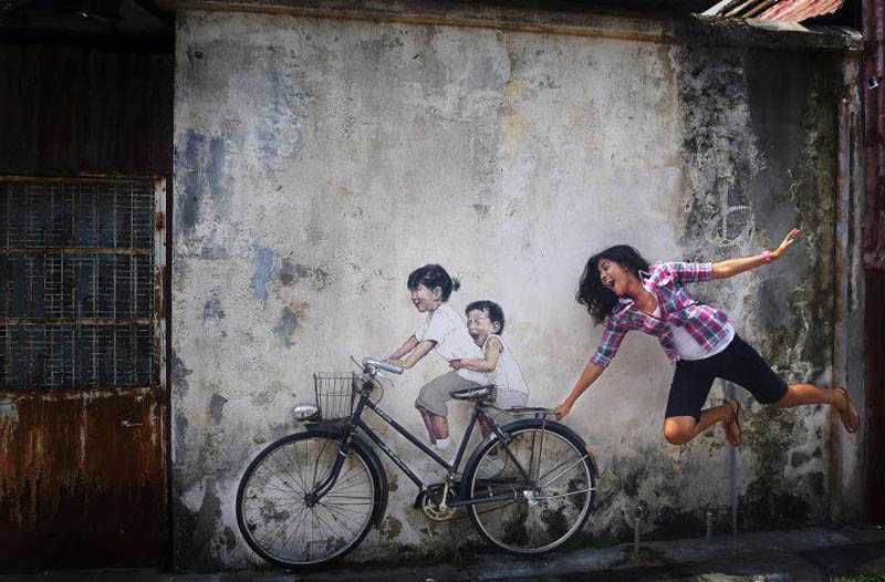intearctive street art painted kids on wall riding real bike armenian street george town malaysia ernest zacharevic 8 Amazing Street Art on Railings by Zebrating