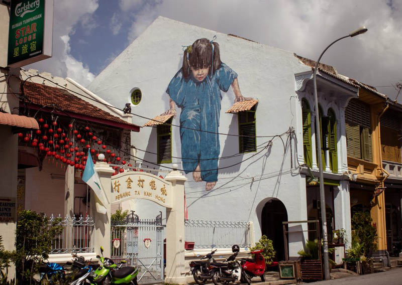 interactive street art painted kids on wall riding real bike armenian street george town malaysia ernest zacharevic 7 This Interactive Street Art in Malaysia is Brilliant