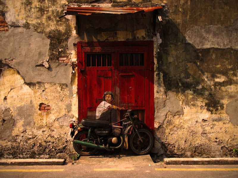 interactive street art painted kids on wall riding real bike armenian street george town malaysia ernest zacharevic 8 This Interactive Street Art in Malaysia is Brilliant
