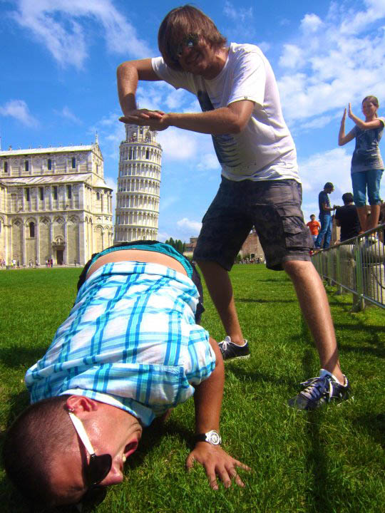 funny leaning tower of pisa pose