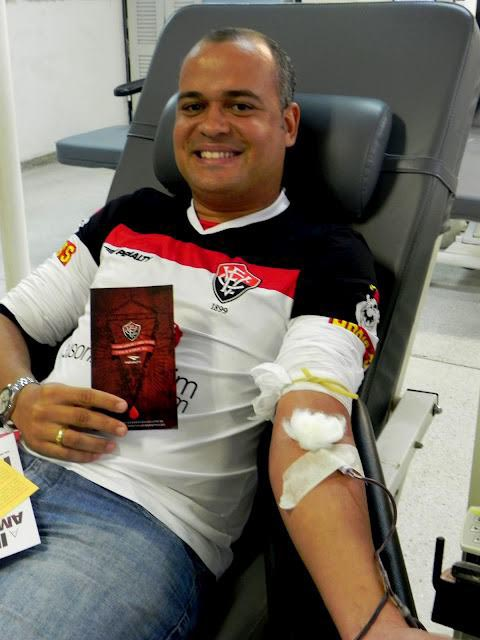 people donating blood to restore jersey red stripes for brazillian football club ec vitoria 3 Football Club Removes Red from Jersey for Blood Donation Campaign