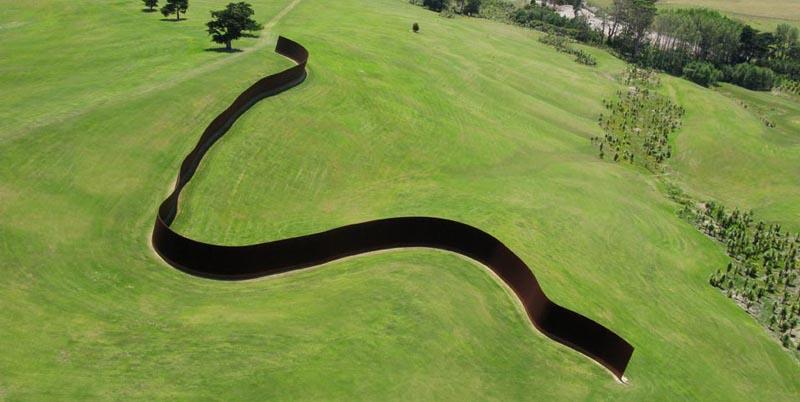 richard serra te tuhiranqi contour gibbs farm 1 The Incredible Sculptures of Gibbs Farm