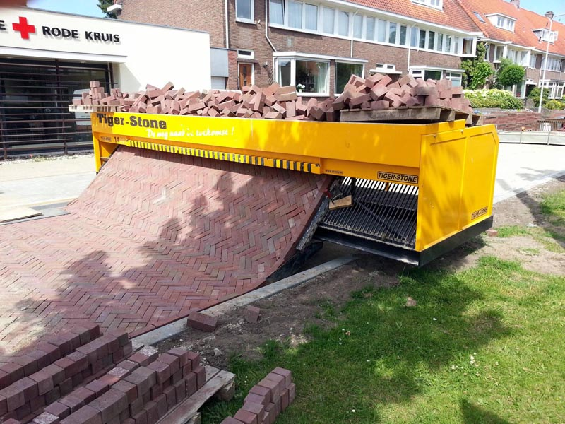 picture of the tiger stone brick laying machine in action