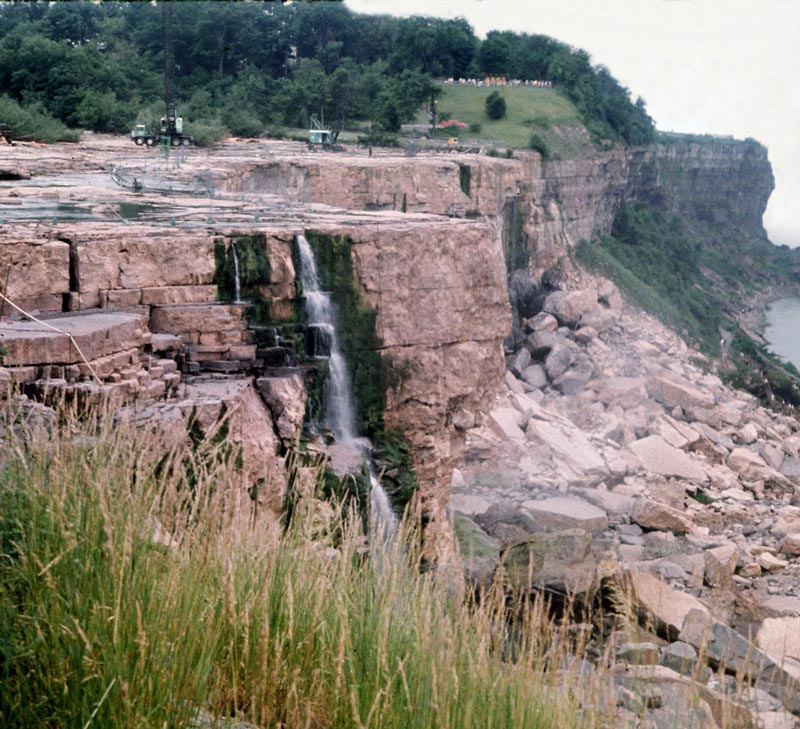 american niagara falls dry de watered 1969 1 The Day Niagara Falls Went Dry