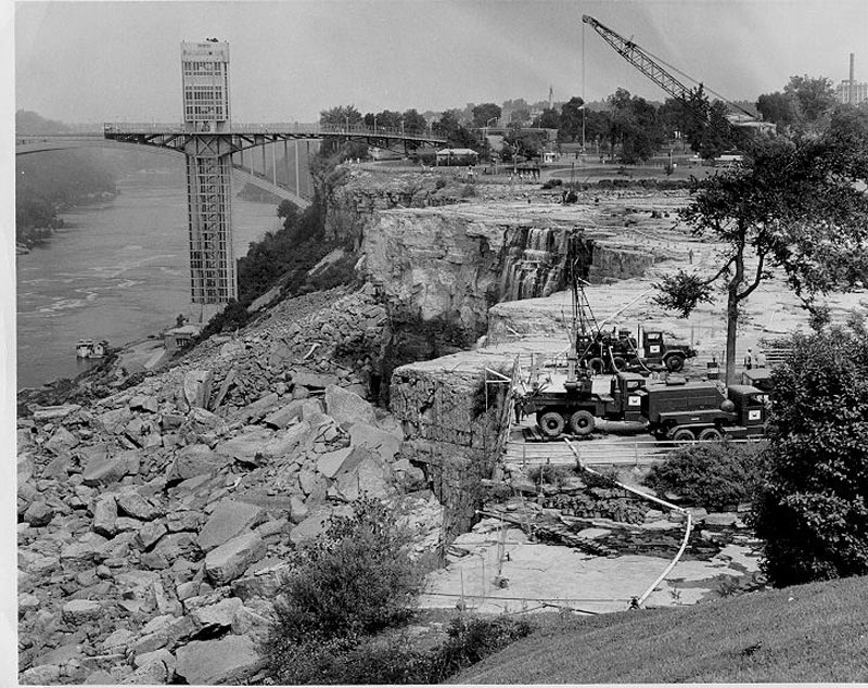 american niagara falls dry de watered 1969 5 The Day Niagara Falls Went Dry