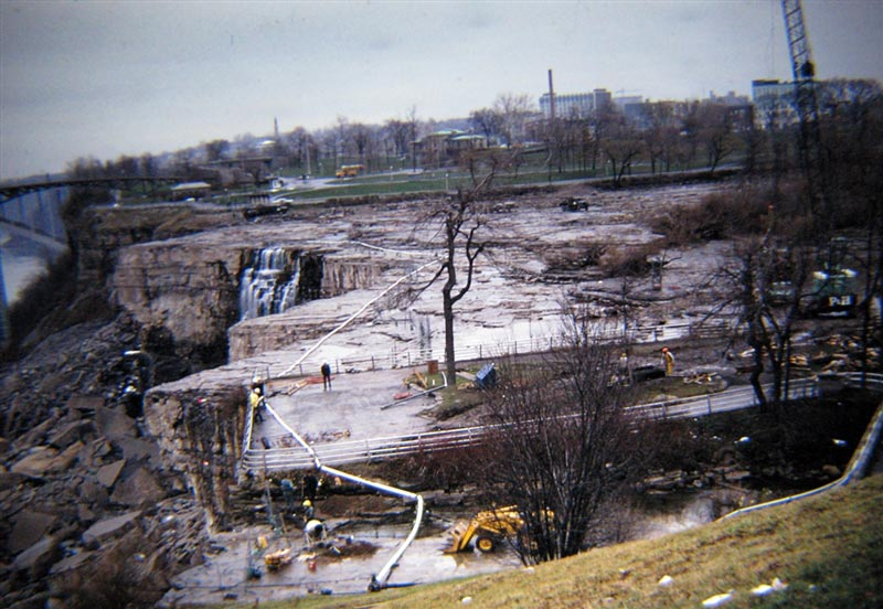 american niagara falls dry de watered 1969 8 The Day Niagara Falls Went Dry