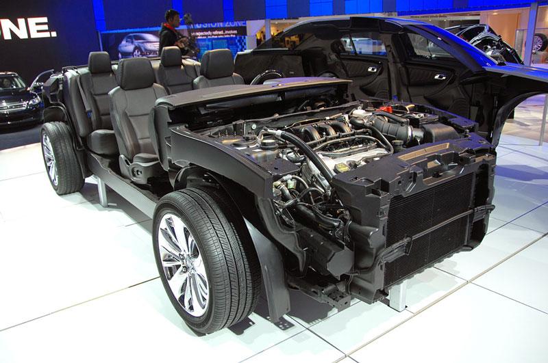 ford taurus car cut in half cutaway 15 Amazing Car Cutaways