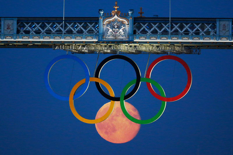 full moon olympic rings london bridge 2012 Picture of the Day: 70 Lightning Strikes in One Shot