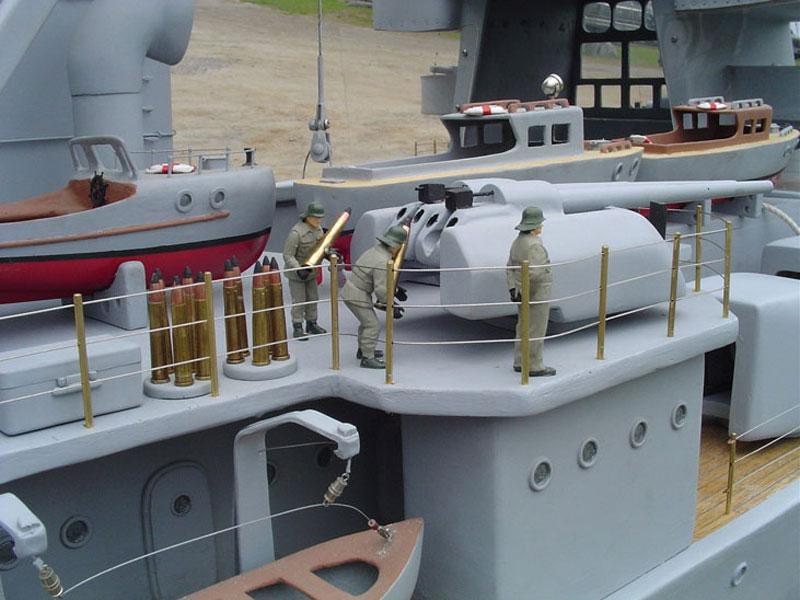 Man Builds 30 ft Model Replica of a Battleship «TwistedSifter