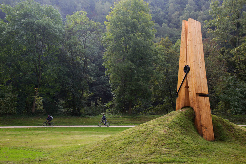 just a picnh clothespin pinch grass art sculpture belgium mehmet ali uysal Picture of the Day: Just a Pinch