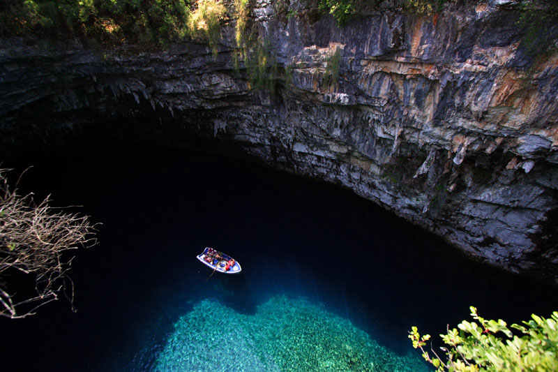 melissani cave kefalonia island greece 4 The Breathtaking Melissani Cave in Greece
