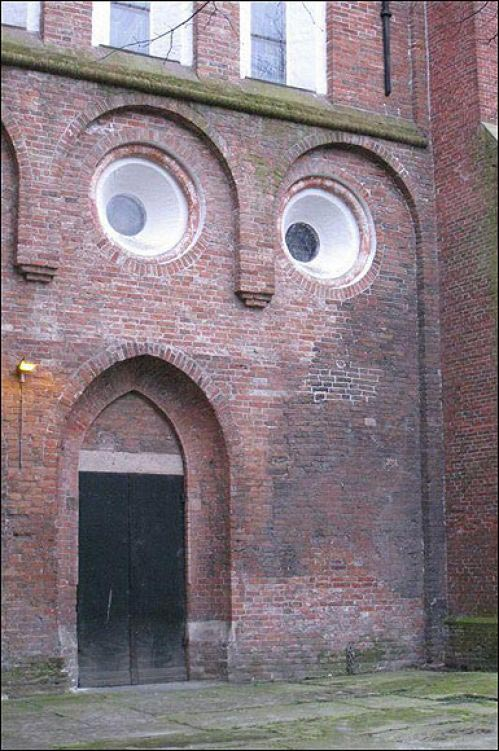 omg face building wall 23 Buildings with Unintentionally Funny Faces