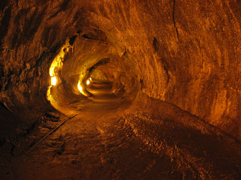 thurston lava tube hawaii volcanoes national park big island of hawaii 12 Amazing Pictures of Lava Tubes Around the World