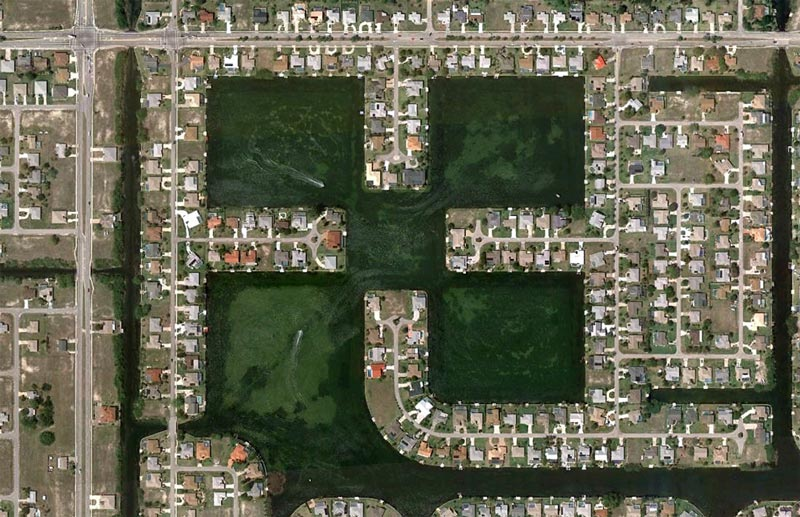 aerial patterns of human housing developments on google maps 3 Patterns of Human Development Found on Google Maps