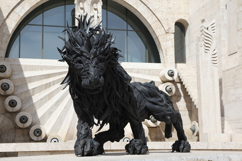 animals made from tires by yong ho ji 11 Colossal Wooden Spheres Made from Interlocking Wood