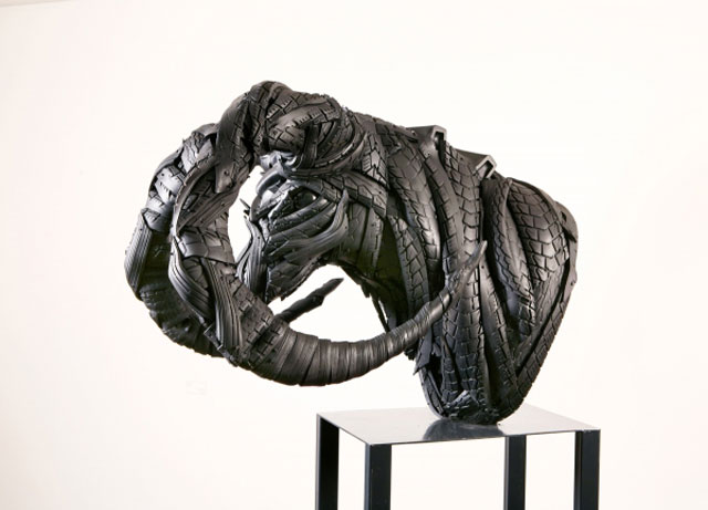 animals made from tires by yong ho ji 17 Animal Sculptures Made from Old Tires