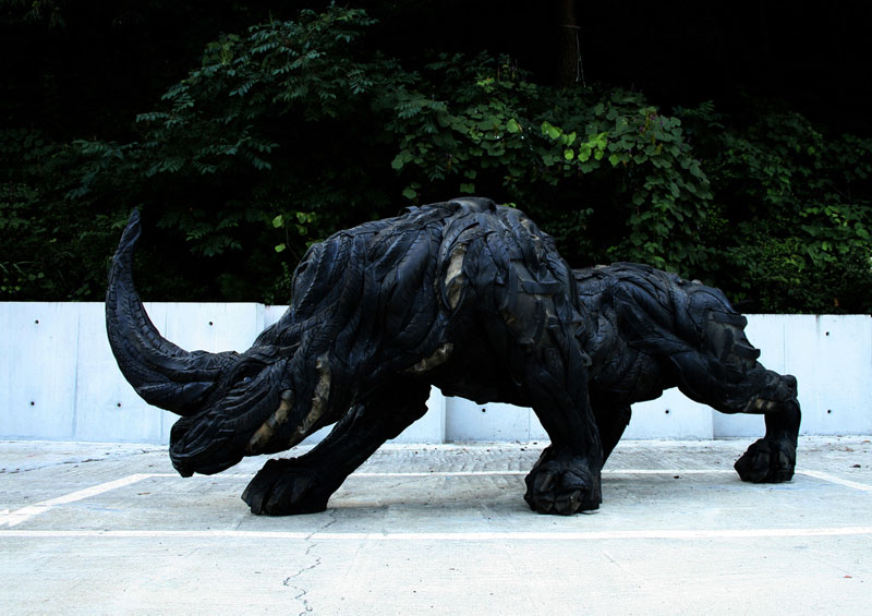 animals made from tires by yong ho ji 19 Animal Sculptures Made from Old Tires