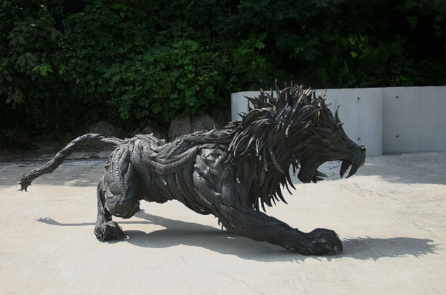 animals made from tires by yong ho ji 2 Animal Sculptures Made from Old Tires