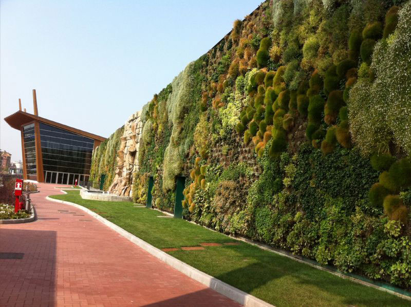 The largest vertical garden in the world twistedsifter - Giardino verticale madrid ...