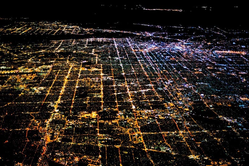 los angeles at night aerial photograph tom anderson 27 Reasons You Should ALWAYS Ask for the Window Seat
