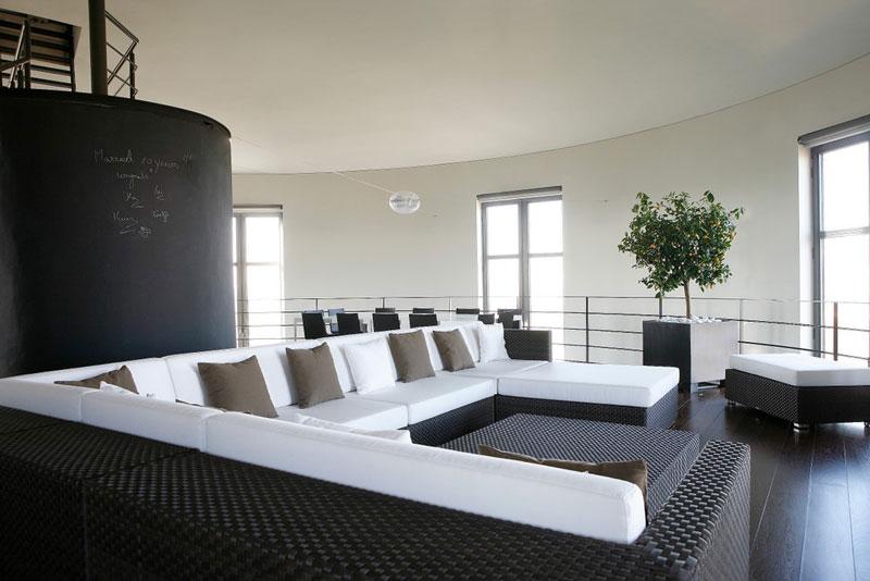 Torre De Agua Convertida En Una Moderna Casa En B Lgica