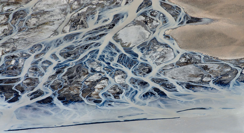 aerial photos of iceland look like abstract landscape paintings andre emolaev 14 Aerial Photos of Iceland That Look Like Abstract Paintings