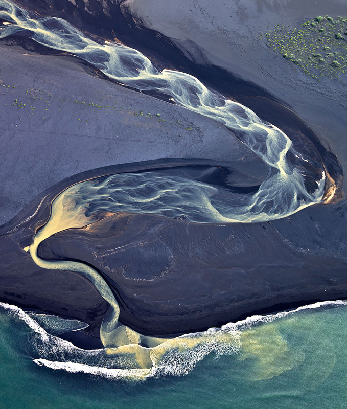 aerial photos of iceland look like abstract landscape paintings andre emolaev 2 Landscape Photos Created with the Human Body