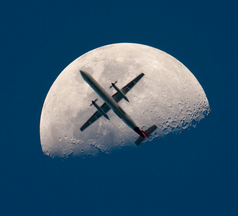 airplane passing the mooon perfect timing Picture of the Day: An Airplane Crosses the Moon