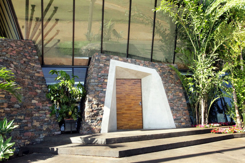 bauen architects hillside home built into landscape paraguay 2 A Unique Hillside Home Built Into the Landscape