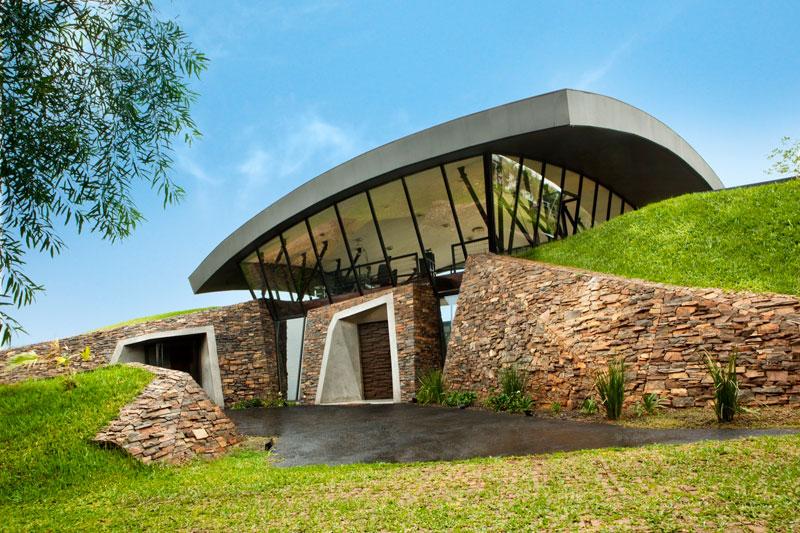bauen architects hillside home built into landscape paraguay 6 A Unique Hillside Home Built Into the Landscape