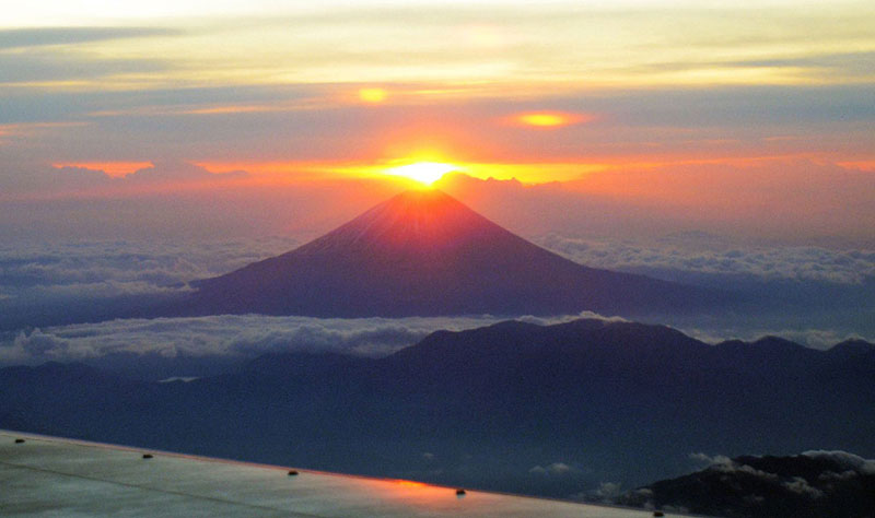 first rising sun of 2012 above mt fuji Picture of the Day: First Rising Sun of 2012