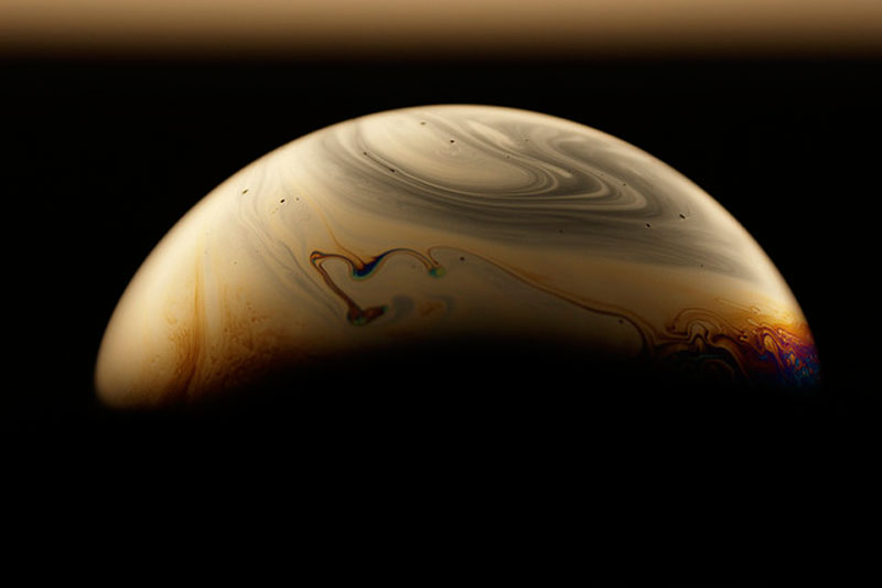 Planetary Patterns on the Surfaces of SoapBubbles