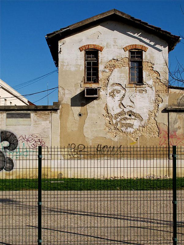 portraits chiseled into walls street art vhils alexandre farto 12 15 Street Art Portraits Chiseled Into Walls