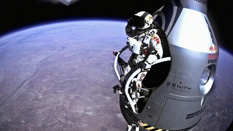 red bull stratos felix baumgartner space jump 12 21 Epic Photos of the Red Bull Stratos Space Jump