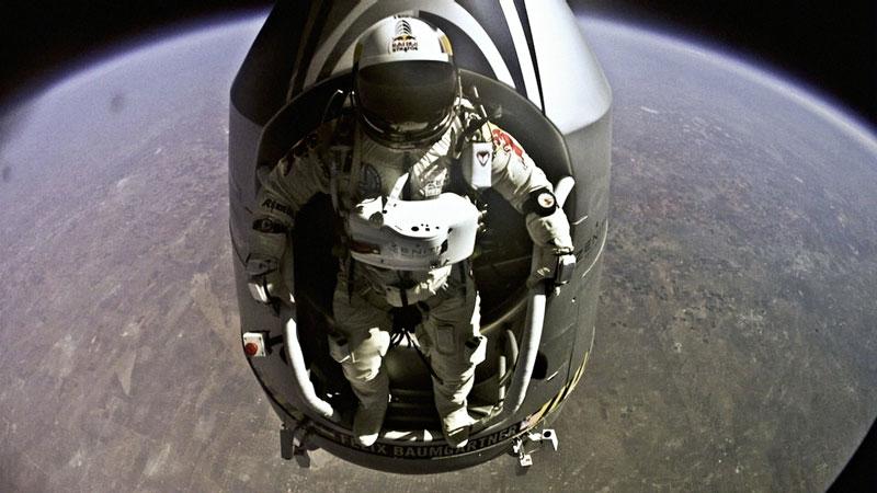 red bull stratos felix baumgartner space jump 17 21 Epic Photos of the Red Bull Stratos Space Jump