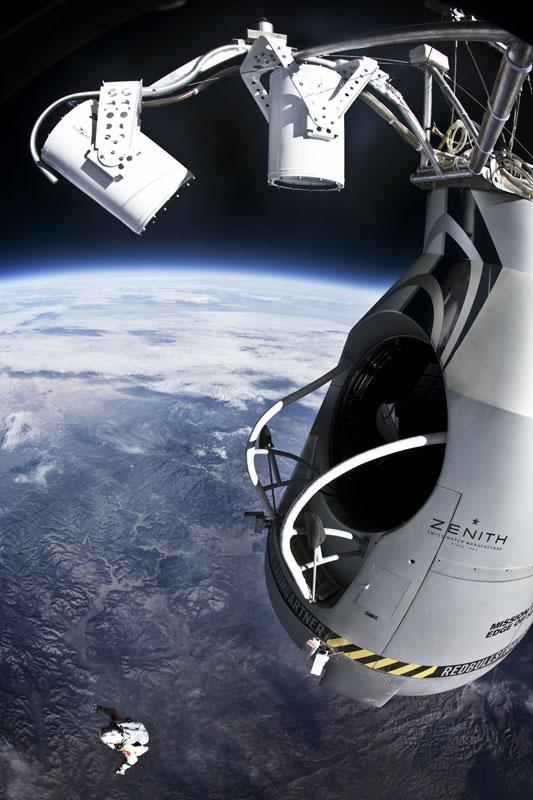 red bull stratos felix baumgartner space jump 21 21 Epic Photos of the Red Bull Stratos Space Jump