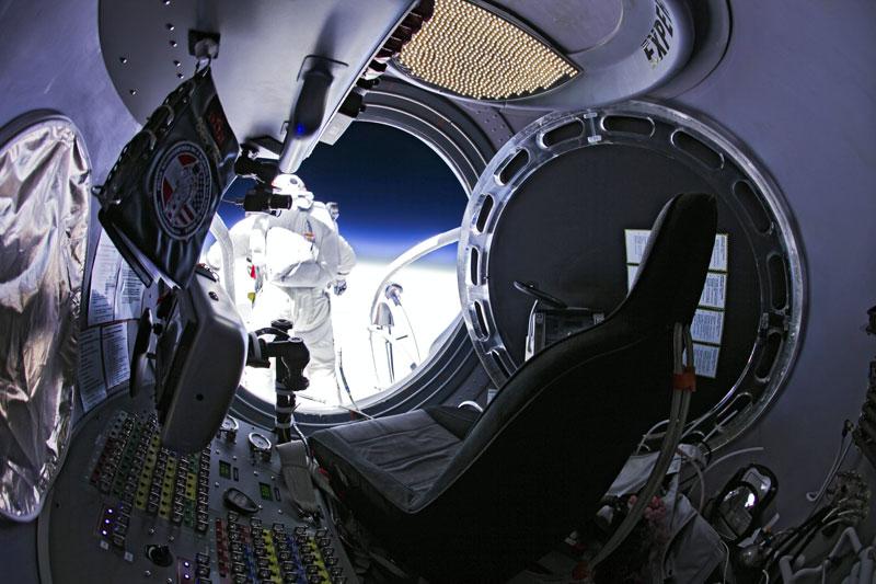 red bull stratos felix baumgartner space jump 3 21 Epic Photos of the Red Bull Stratos Space Jump