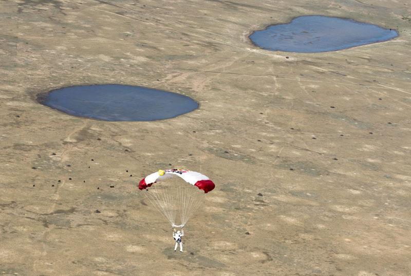 red bull stratos felix baumgartner space jump 7 21 Epic Photos of the Red Bull Stratos Space Jump