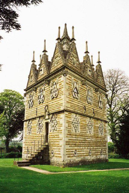 rushton triangular lodge folly northamptonshire england 10 Extravagant Buildings That Serve No Purpose