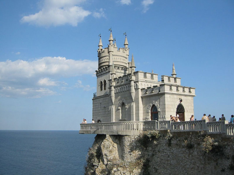 the swallows nest castle folly yalta ukraine 10 Extravagant Buildings That Serve No Purpose